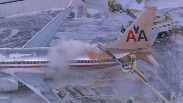 wgn aerial of airplane being deiced at o'hare airport in chicago on january 20 2014 - o'hare airport stock videos & royalty-free footage