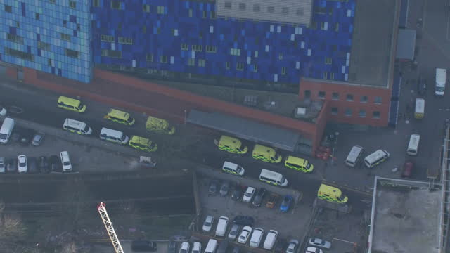 aerial of ambulances queueing outside london hospital as hospital admissions increase during coronavirus pandemic - land vehicle stock videos & royalty-free footage
