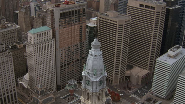 aerial of approaching downtown philadelphia's city center, focusing on city hall's tower. - philadelphia pennsylvania video stock e b–roll