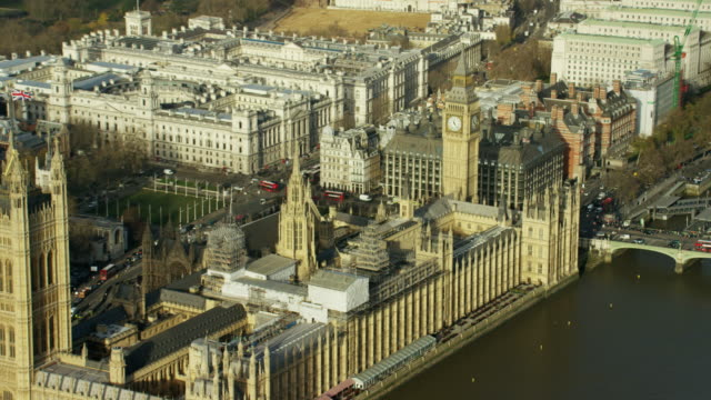 aerial of big ben and houses of parliament - torre dell'orologio torre video stock e b–roll