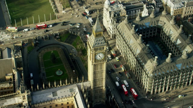 vídeos de stock, filmes e b-roll de aerial of big ben and houses of parliament - big ben