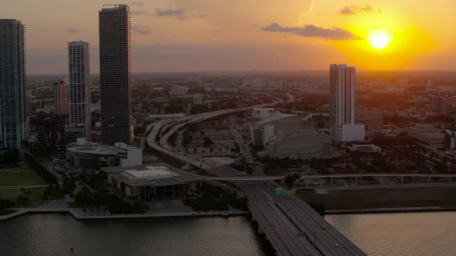 stockvideo's en b-roll-footage met aerial of buildings in downtown miami at sunset fl - macarthur causeway bridge