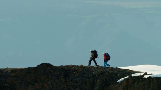 aerial of climbing team on alaska mountain snow - vertrauen stock-videos und b-roll-filmmaterial
