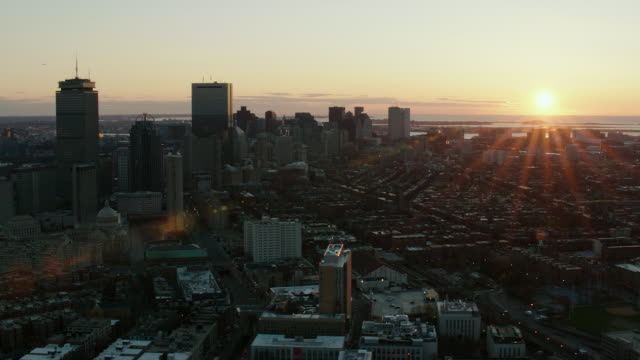 vídeos de stock e filmes b-roll de aerial of downtown boston at sunrise - back bay boston