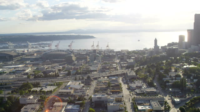 vídeos de stock e filmes b-roll de aerial of downtown seattle city usa - pacífico norte