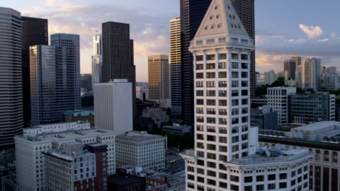 aerial of downtown seattle city usa - smith tower stock-videos und b-roll-filmmaterial