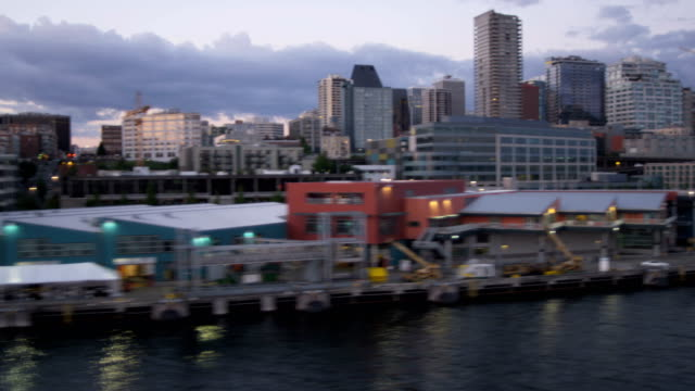 vídeos de stock, filmes e b-roll de aerial of downtown seattle city usa - pike place market