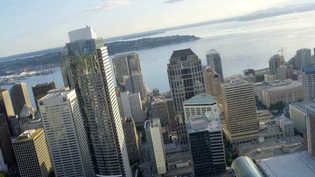 aerial of downtown seattle city usa - コロンビアセンター点の映像素材/bロール