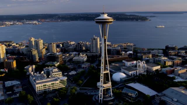 vídeos y material grabado en eventos de stock de aerial of downtown seattle city usa - bahía de elliott
