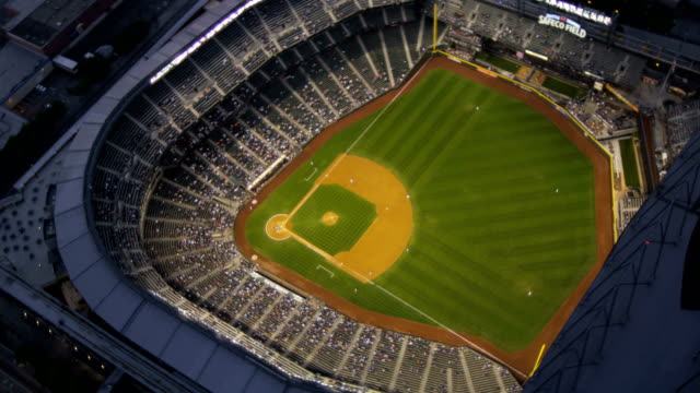stockvideo's en b-roll-footage met aerial of downtown seattle city usa - honkbal teamsport