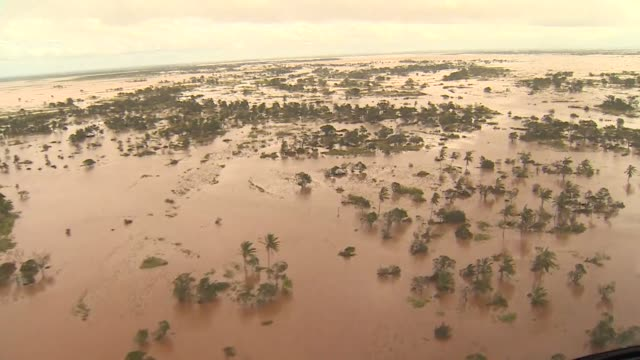 aerial of flooding in beiru mozambique caused by cyclone idai - mulinello video stock e b–roll