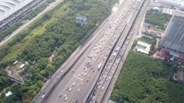 stockvideo's en b-roll-footage met luchtfoto van freeway - sociale kwesties