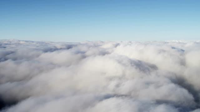 vídeos de stock, filmes e b-roll de aerial of glacial geothermal landscape in iceland - no alto