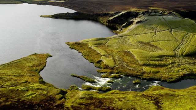 vídeos de stock e filmes b-roll de aerial of glacial geothermal landscape in iceland - eco tourism