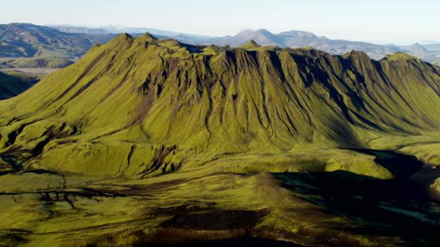 vidéos et rushes de aerial of glacial geothermal landscape in iceland - hémisphère nord