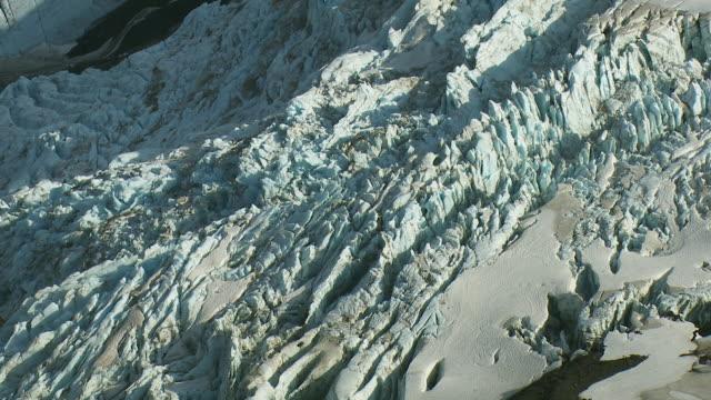 aerial of glacier crevasses in alaska - 北半球点の映像素材/bロール