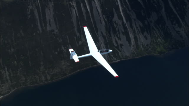 aerial of glider over cairngorm mountains and loch, scotland, uk - gliding stock videos and b-roll footage