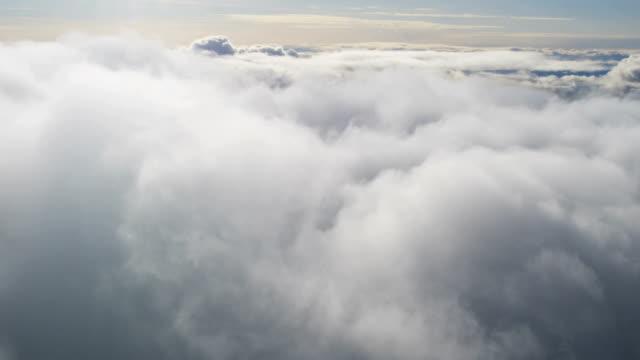 vídeos de stock, filmes e b-roll de aerial of greenland arctic glacier and icebergs - no alto