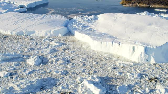 vídeos y material grabado en eventos de stock de aerial of greenland arctic glacier and icebergs - united nations