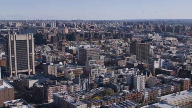 aerial of high rise and multi-story brick office or apartment buildings in harlem. water tanks on rooftop. - ハーレム点の映像素材/bロール