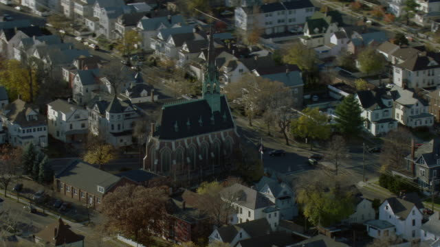 vidéos et rushes de aerial of historic church in passaic nj - protestantisme