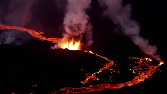aerial of holuhraun volcano eruption iceland - 火山点の映像素材/bロール