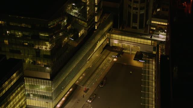 vídeos y material grabado en eventos de stock de aerial of hospital in boston at night - edificio médico