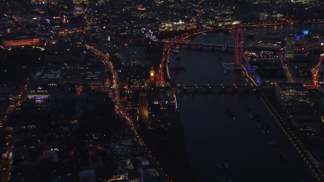 aerial of houses of parliament at dusk. - ビッグベン点の映像素材/bロール
