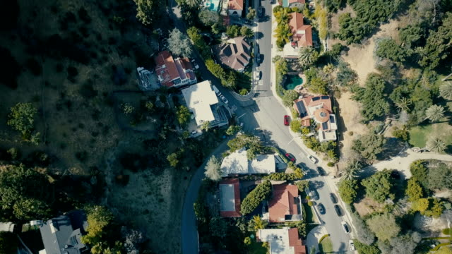 Antenne de maisons sur les collines