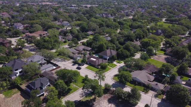 vídeos y material grabado en eventos de stock de aerial of houston suburb - texas