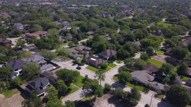 vídeos de stock, filmes e b-roll de aerial of houston suburb - texas