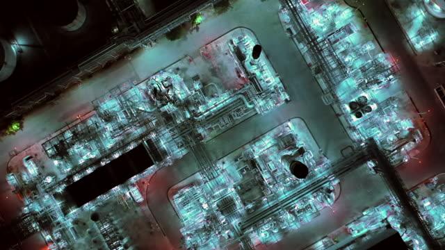 luftdesatiaus des industrieparks mit ölraffinerie - automobilindustrie stock-videos und b-roll-filmmaterial