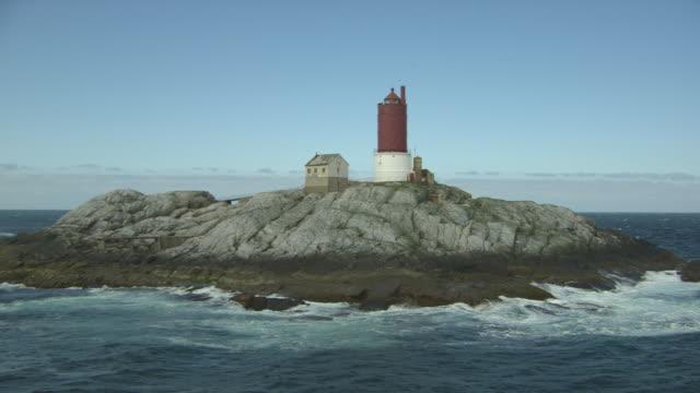 vídeos de stock e filmes b-roll de aerial of lighthouse - 1 minuto ou mais