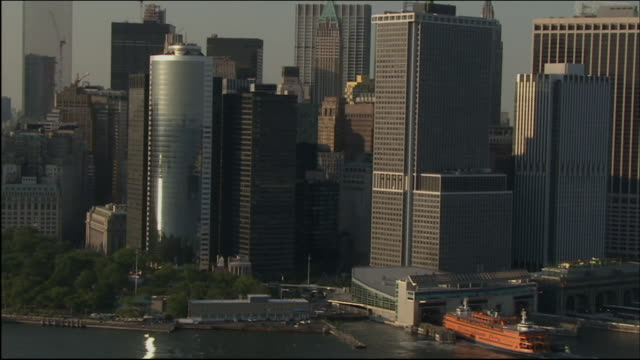 stockvideo's en b-roll-footage met aerial of lower manhattan skyline with the world trade center in view passing the staten island ferry terminal - veerboothaven
