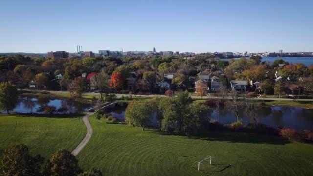 aerial of madison wisconsin- downtown/ isthmus panorama - ウィスコンシン州点の映像素材/bロール