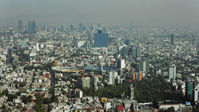 vidéos et rushes de aerial of mexico city with stadium and bullfighting ring - azul