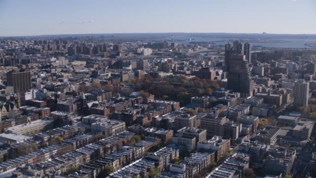aerial of multi-story brick apartment buildings in harlem. marcus garvey park. - ハーレム点の映像素材/bロール