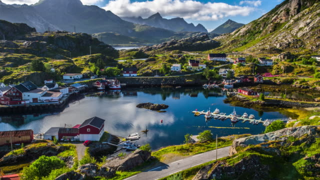 vídeos de stock e filmes b-roll de aerial of norwegian fishing village in lofoten islands landscape - noruega