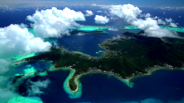 aerial of overwater bungalows mt otemanu french polynesia - tahiti video stock e b–roll