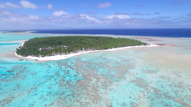 vídeos de stock, filmes e b-roll de aerial of palmerston island, cook islands - atol