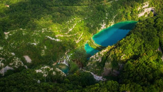 vidéos et rushes de aérienne du parc national de plitvice - lac