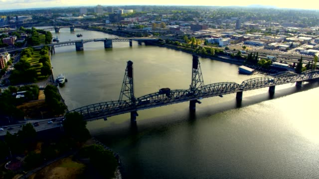 aerial of portland oregon's waterfront park - 實時拍攝 個影片檔及 b 捲影像