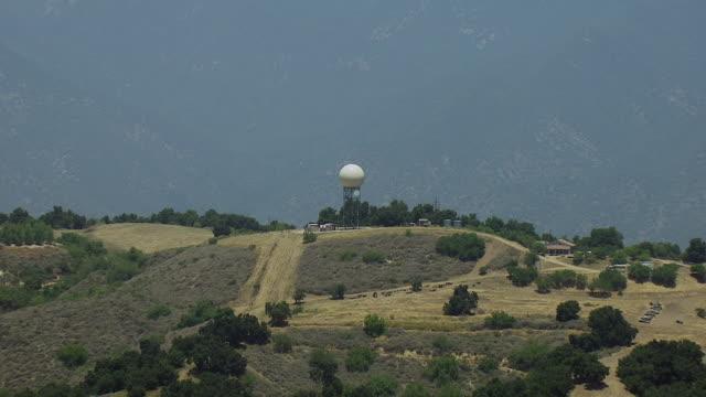 vidéos et rushes de aerial of radome tower in california - hémisphère nord