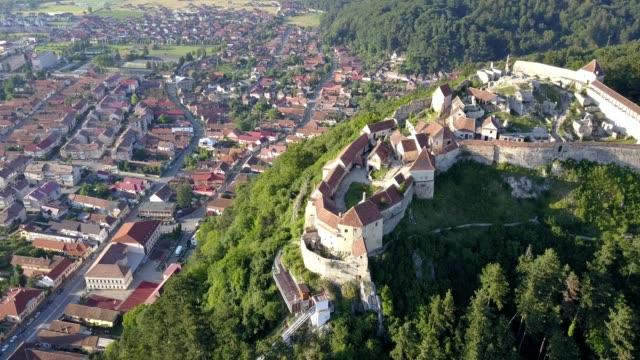 aerial of rasnov citadel, romania - siebenbürgen stock-videos und b-roll-filmmaterial