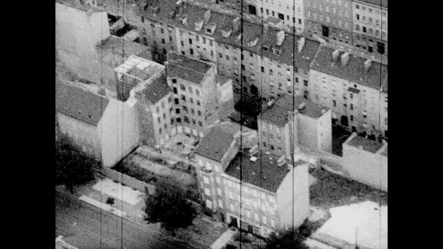 vidéos et rushes de / aerial of reichstag building / looking down at the roads around the reichstag / along the river / aerial views of apartment housing complexes and... - 1962