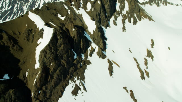 vídeos de stock, filmes e b-roll de aerial of rugged glacial mountains and snow alaska - eco tourism