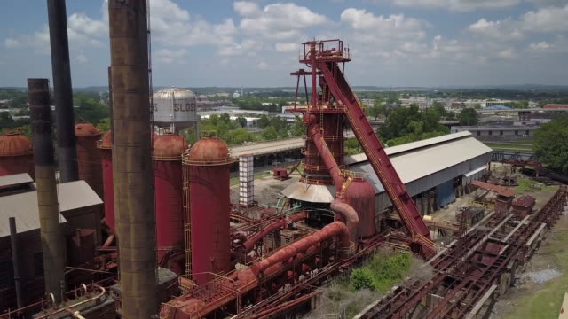 aerial of sloss furnaces site - birmingham alabama video stock e b–roll