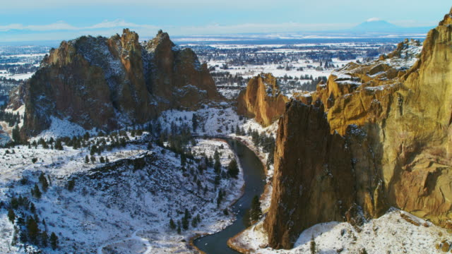 aerial of smith rock in oregon - smith rock state park stock videos & royalty-free footage