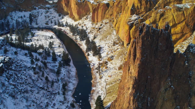 aerial of smith rock in oregon - canyon video stock e b–roll