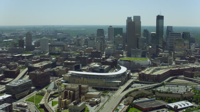 stockvideo's en b-roll-footage met aerial of target field and downtown minneapolis - st. paul minnesota